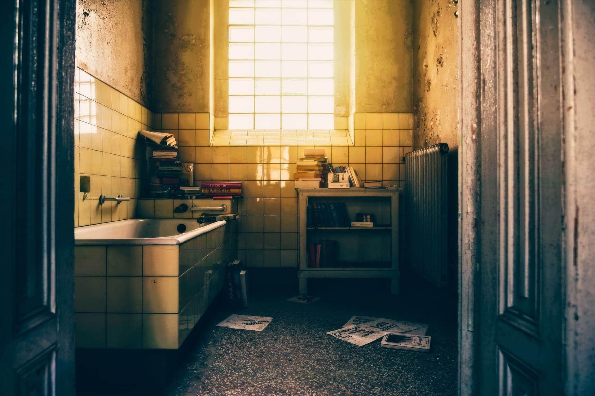 Détartrer une baignoire sale