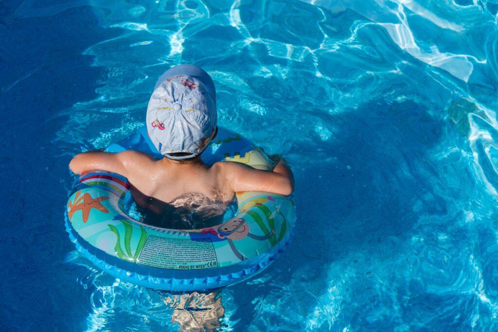 niveau d'eau pour la piscine tubulaire